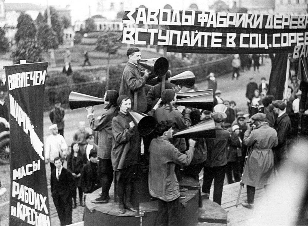 Выступление агитбригады театра «Синяя блуза» в Москве, 1929 год
