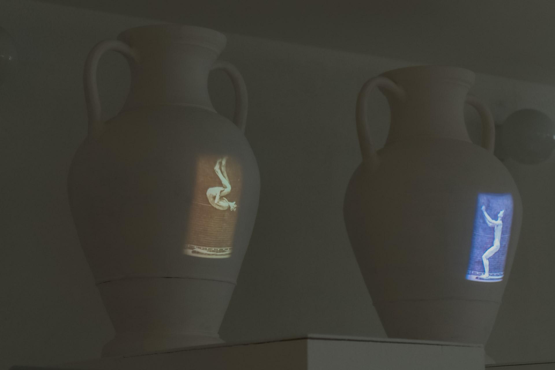 Ужимки и прыжки (из серии «Сделано в Древней Греции»), медиаинсталляция — Анна Франц, 2009-2021